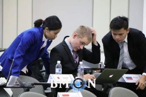 Suryani (left) had a serious discussion with Swedish delegation and other countries in BMUN conference